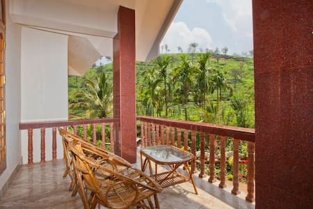rooms in between tea gardens - Meppadi - 家庭式旅館