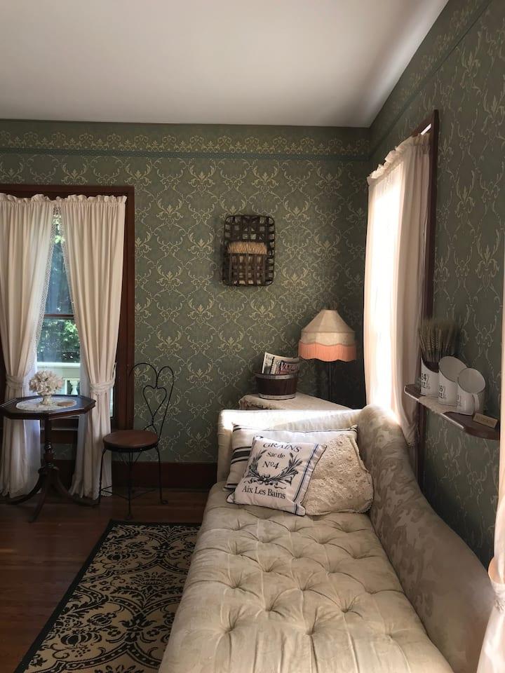 The Cooper Suite - Iron Amethyst Inn