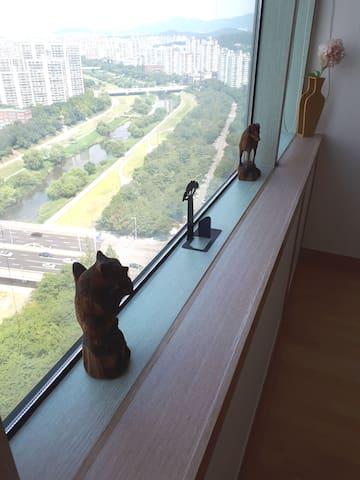 2층 침실 풍경(탄천뷰)