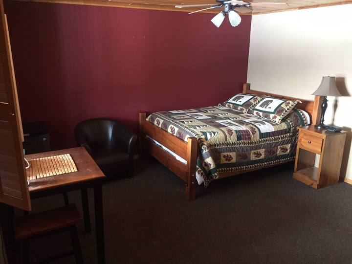 Bonfield Hideaway, Bear room