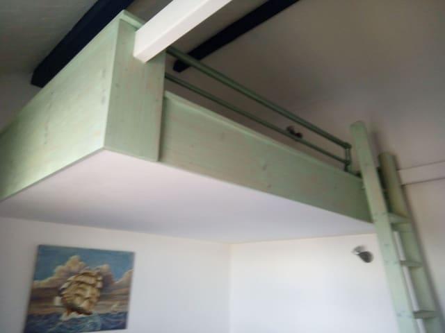 lit mezzanine dessus du clic-clac