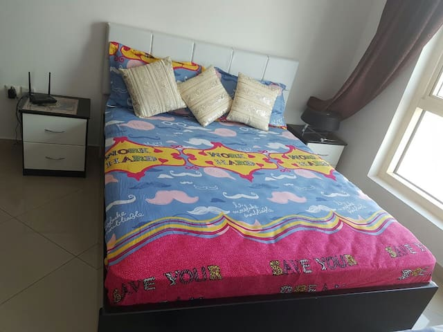 Lovely Private Room Including En suite Near Metro. - Dubai - Appartement