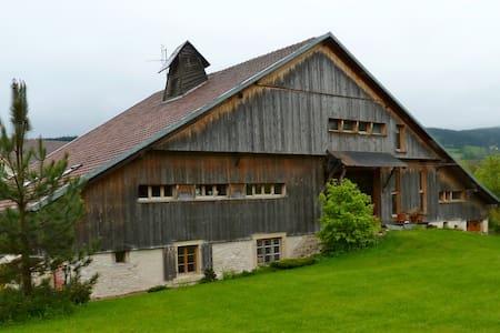 Appartement dans ferme comtoise Haut Doubs - Grand'Combe-Châteleu - Huoneisto