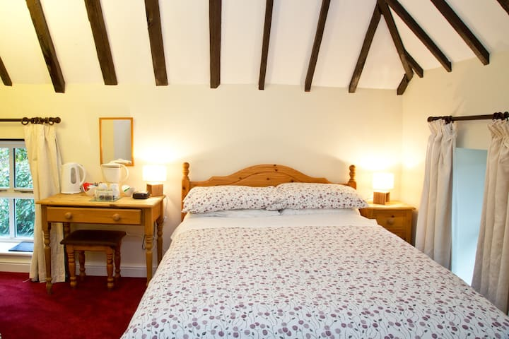 Cosy B&B ,single occupancy  double room, Maidstone - Detling - Penzion (B&B)