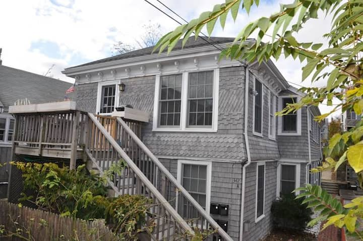 Classic 1 BR Condo in the Heart Of Provincetown!
