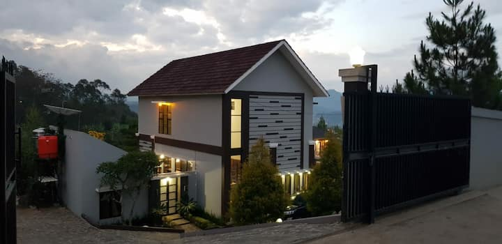Private Villa & Pool with mountain view at Ciwidey
