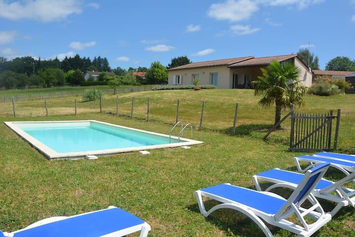 Villa avec piscine : 120 m2 - 6 à 10 personnes