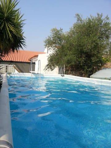Spaziosa villa con piscina & Wifi