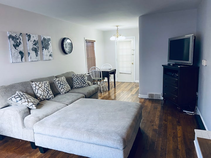 •Rose Garden• Home Centrally Located Outside of DT