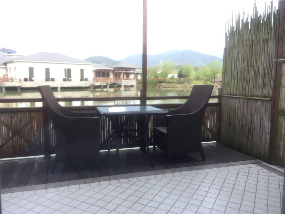 湖景房阳台