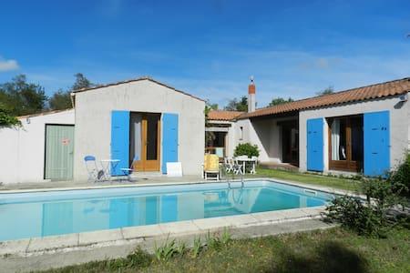 Villa avec piscine privée et grand jardin arboré - Le Château-d'Oléron - วิลล่า
