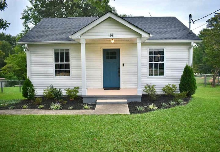 Beautiful home in walking distance of Main Street!