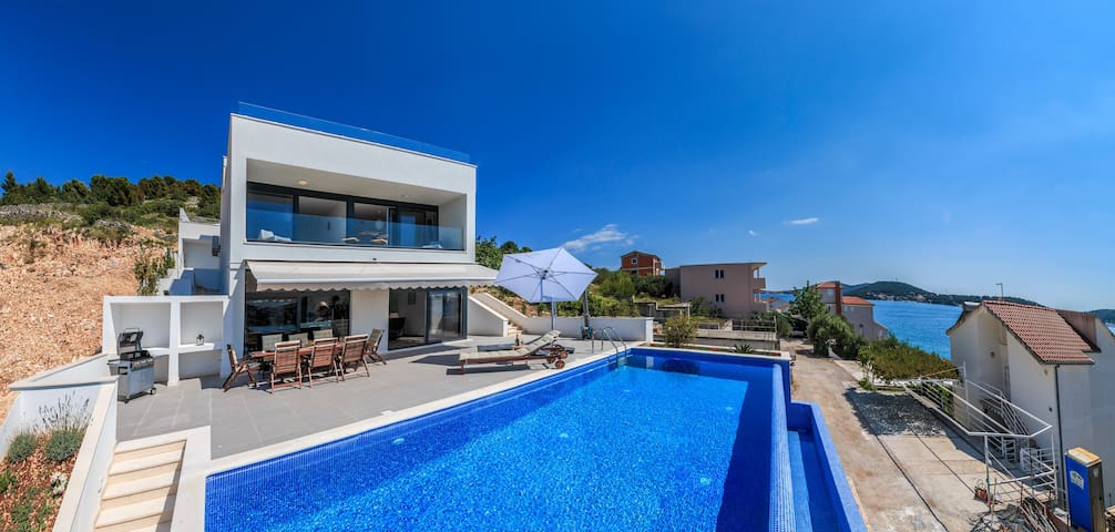 48 sqm Infinity Pool, Sunset Views, 70m to Beach - Rogoznica - Villa