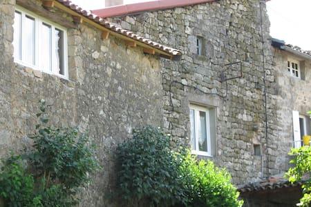 Typique maison de campagne rénovée avec goût - Jaujac