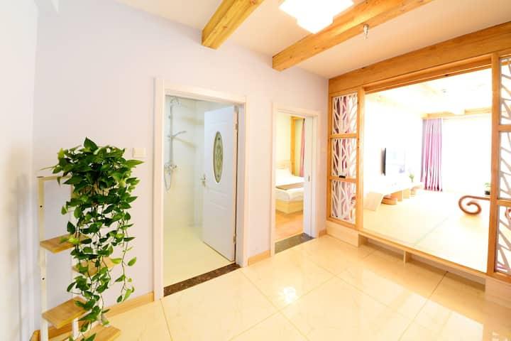 长白山西坡景区山门附近,韩式风格,大床,塌塌米炕,【两个独立卫浴】WiFi,电视,厨房,欢迎您的到来