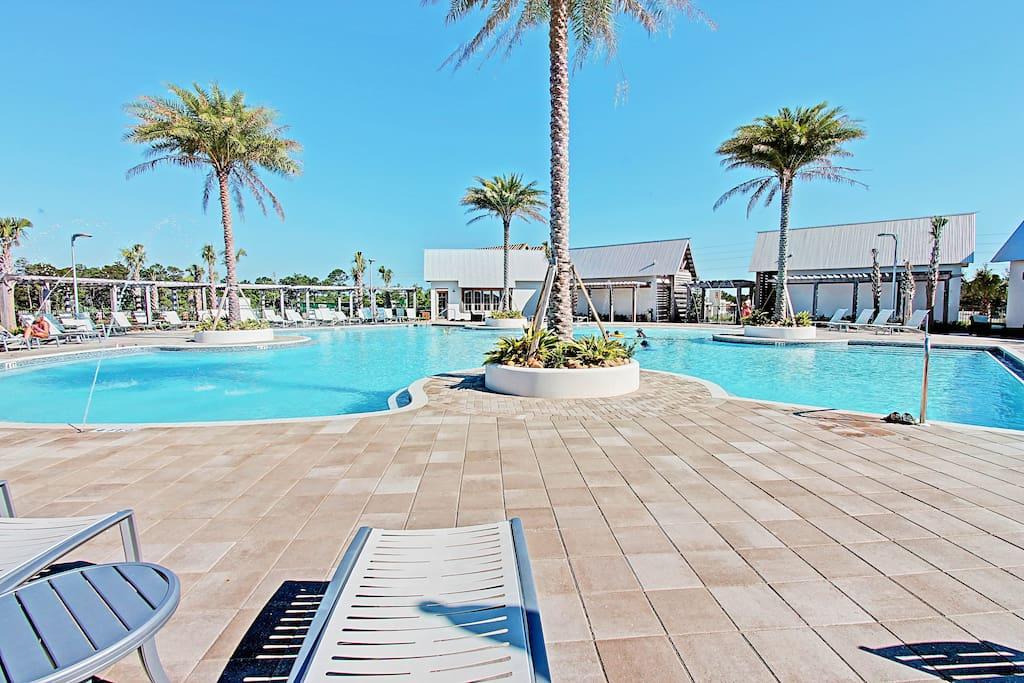 Large Resort Style Pool !