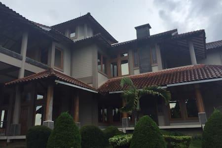 Sewa Villa di Trawas - Trawas