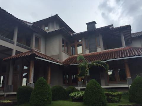 Sewa Villa di Trawas