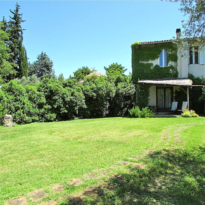 front garden (Silos apartment)