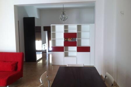 Casa con ampio open space in centro paese - Pachino