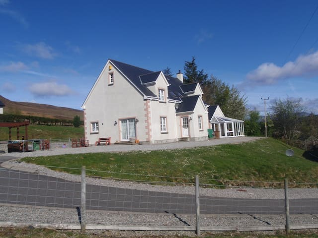 Loggie Crofthouse - triple room with sea views