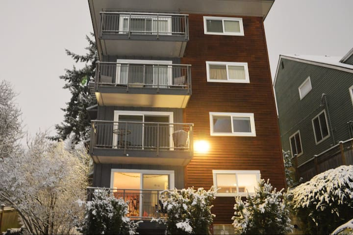 Large Condominium in Queen Anne - Seattle - Osakehuoneisto