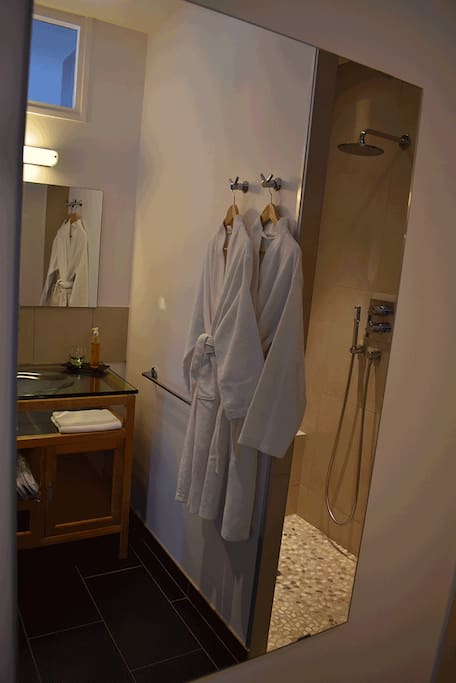 la villa c cile chambre queen chambres d 39 h tes louer vouh aquitaine limousin poitou. Black Bedroom Furniture Sets. Home Design Ideas
