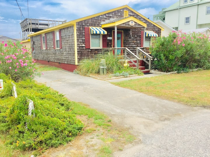 OBX Barefoot Cottage ~ only steps away from beach