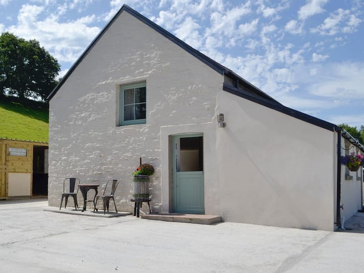 The Little Cow Shed (UK31184)