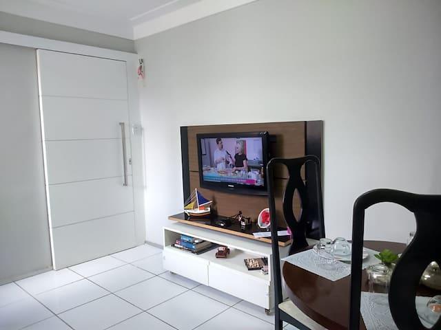 Ap 303: Apartamento completo a 15 minutos da praia