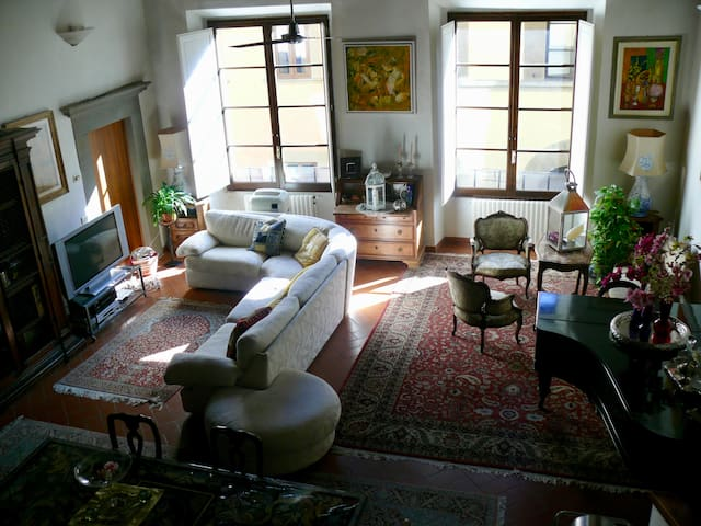 Magnificent Loft In The Heart Of Florence