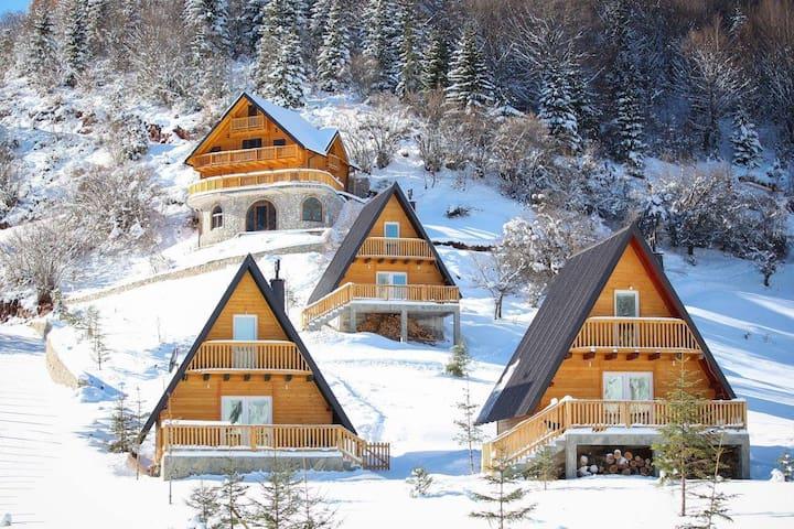 Cozy Wooden Chalets in Kosovo Alps - Kuqishtë - Bungalo