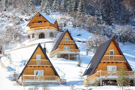 Cozy Wooden Chalets in Kosovo Alps - Kuqishtë