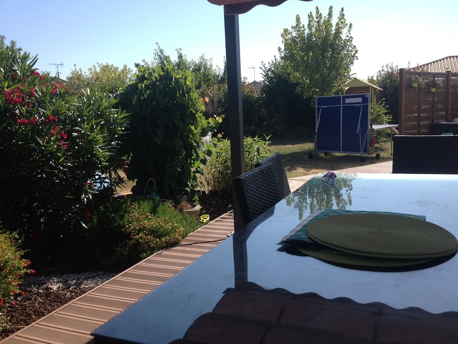 table de ping-pong + piscine gonflable