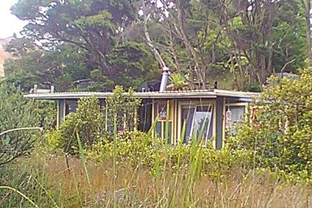 Rustic Charm: living afloat - Auckland