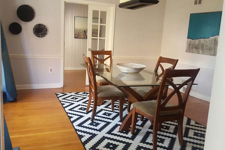 Gorgeous Manor Style Home Near NYC (Private Rooms) - Newark