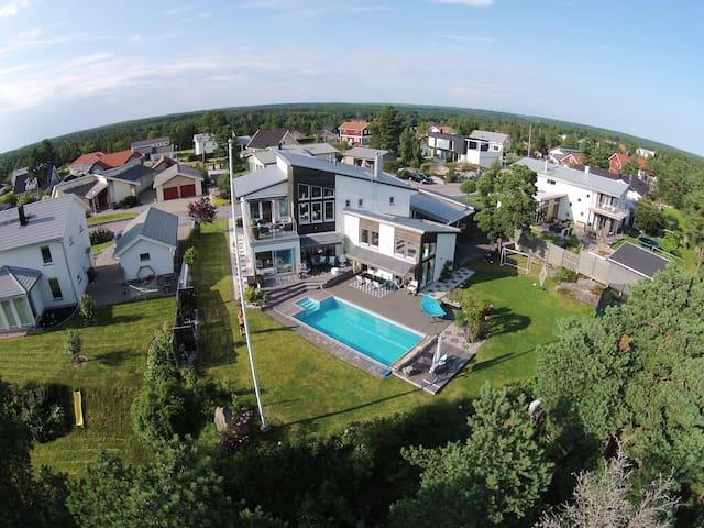 Arkitektritad lyxvilla med pool - Nyköping - Hus