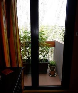Chambre avec salle de bains indépendante - Marseille - Lejlighed