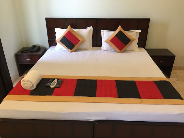 Private room for Solo/ Couples in Sec 48, Gurgaon