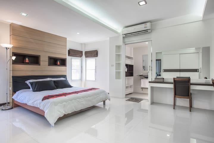 Big Modern House in Nimman