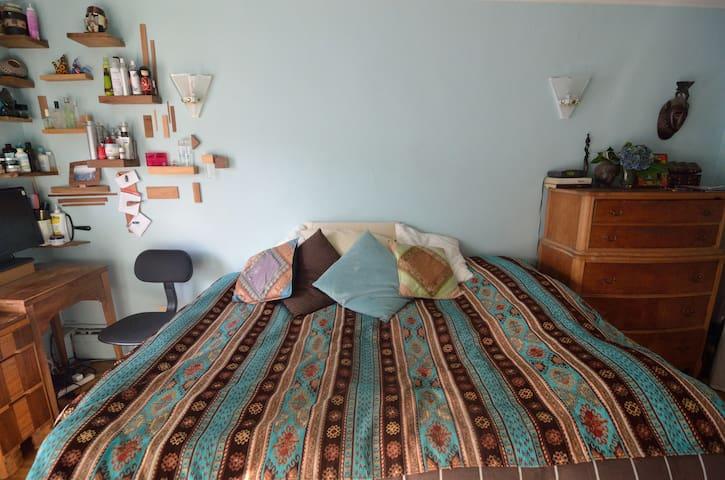 Cozy room with balcony on Plateau 2