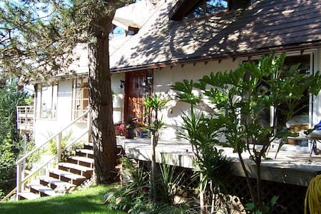 Ocean View Paradise 3 BR House - Lions Bay