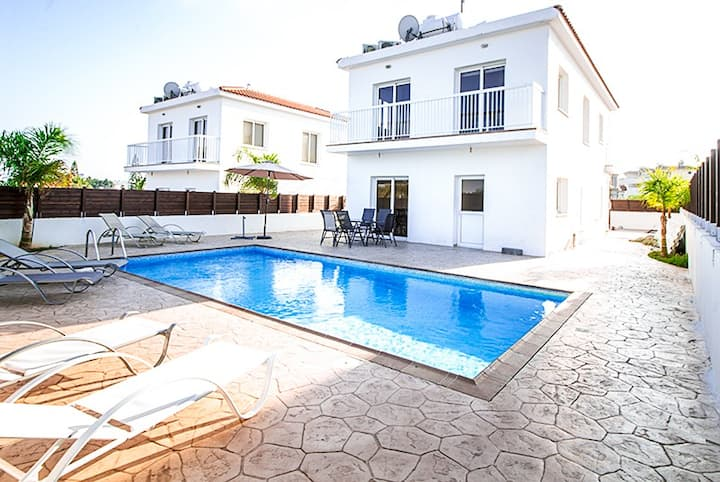 Modern 4 bed villa near Nissi Beach