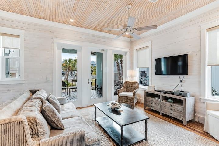 Coastal beach cottage w/ shared zero-entry pool & boardwalk beach access!