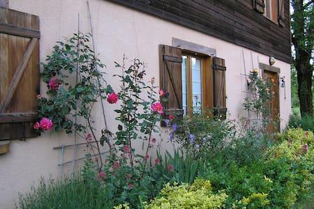 Chambre d'Hôtes N°1 dans maison, pleine nature-Lot - Loubressac - Hus