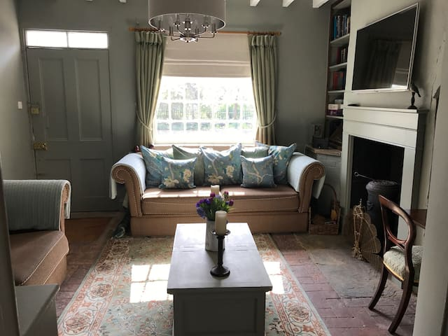 Beautiful, Romantic & Charming Dower House Cottage - Carlton-on-Trent - Huis