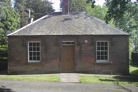 Gatehouse retreat in estate grounds - Gilmilnscroft