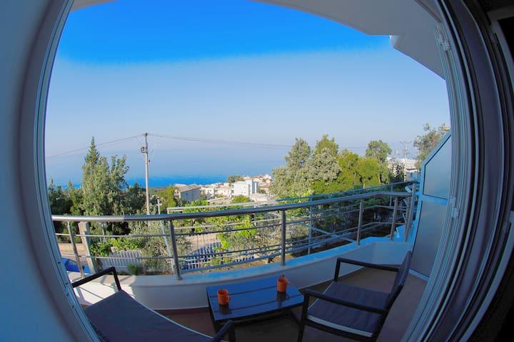 Liliana's place, Seaview with Balcony