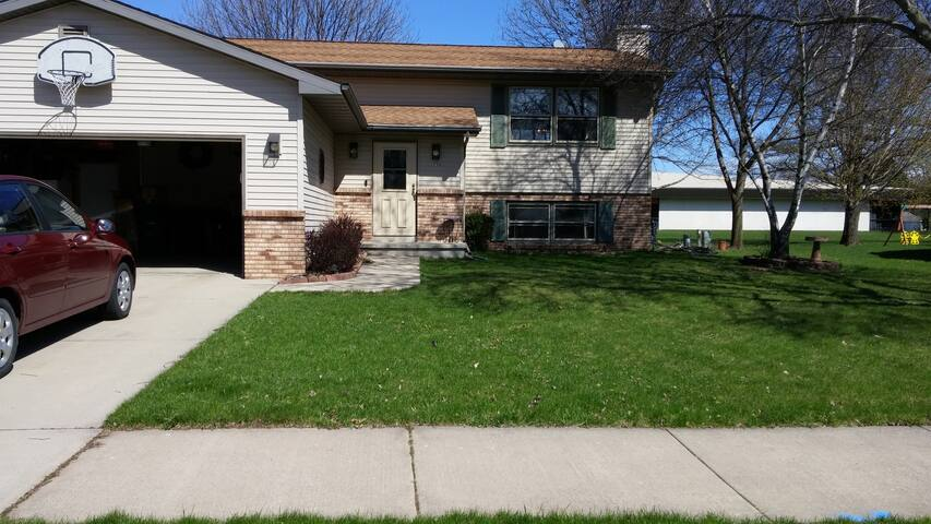 Four Bedroom Home Four Minutes from EAA
