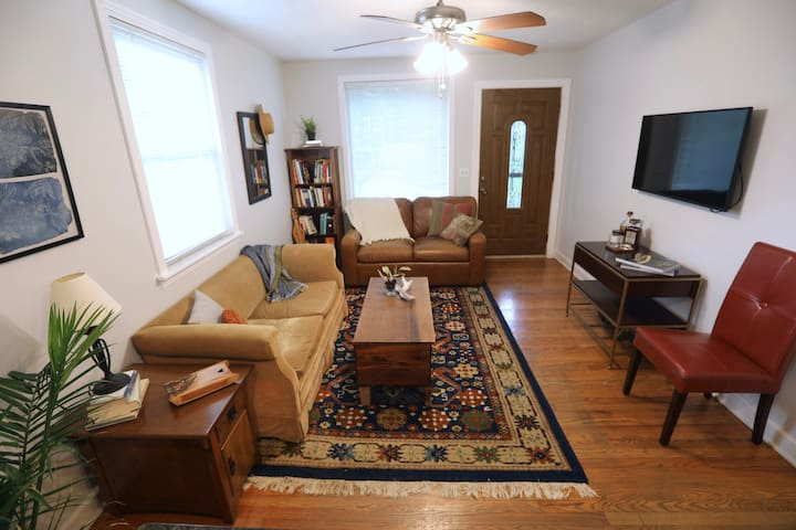 The Woodbright - Cozy Digs - Easy Access to City